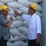 Foto. Mentan, Syahrul Yasin Limpo Bersama Presiden, Joko Widodo Melihat Stok Beras