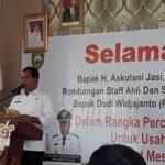 Foto: Bupati Banyuasin, H. Askolani Jasi saat memberikan sambutan dalam Acara Percepatan Penyaluran KUR di Aula Kecamatan Muara Telang.