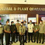 Foto : Menteri Pertanian, Syahrul Yasin Limpo Saat Memberi Arahan Kepada Badan Karantina untuk Melakukan Pemeriksaan yang Lebih Intensif