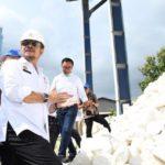Foto : Menteri Pertanian Syahrul Yasin Limpo saat Mengunjungi Pabrik Pupuk PT. Polowijo Gosari di Kabupaten Gresik, Jawa Timur