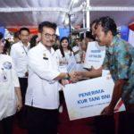 Foto : Menteri Pertanian, Syahrul Yasin Limpo saat Memberikan Bantuan KUR