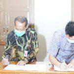 Foto : Penandatanganan Kesepakatan Bersama Supplier dan Produsen Pangan oleh Kepala Badan Ketahanan Pangan, Agung Hendriadi