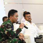 Foto : Kepala Staf, Angkatan Darat (KSAD) Jenderal TNI Andika Perkasa saat mendampingi Mentan Syahrul Yasin Limpo yang menyaksikan panen raya 2020 melalui perangkat pusat data Agriculture War Room (AWR)